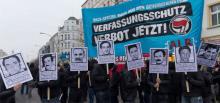 In ganz Deutschland protestieren Antifaschistinnen gegen die staatliche Unterstützer des Rechtsterrors
